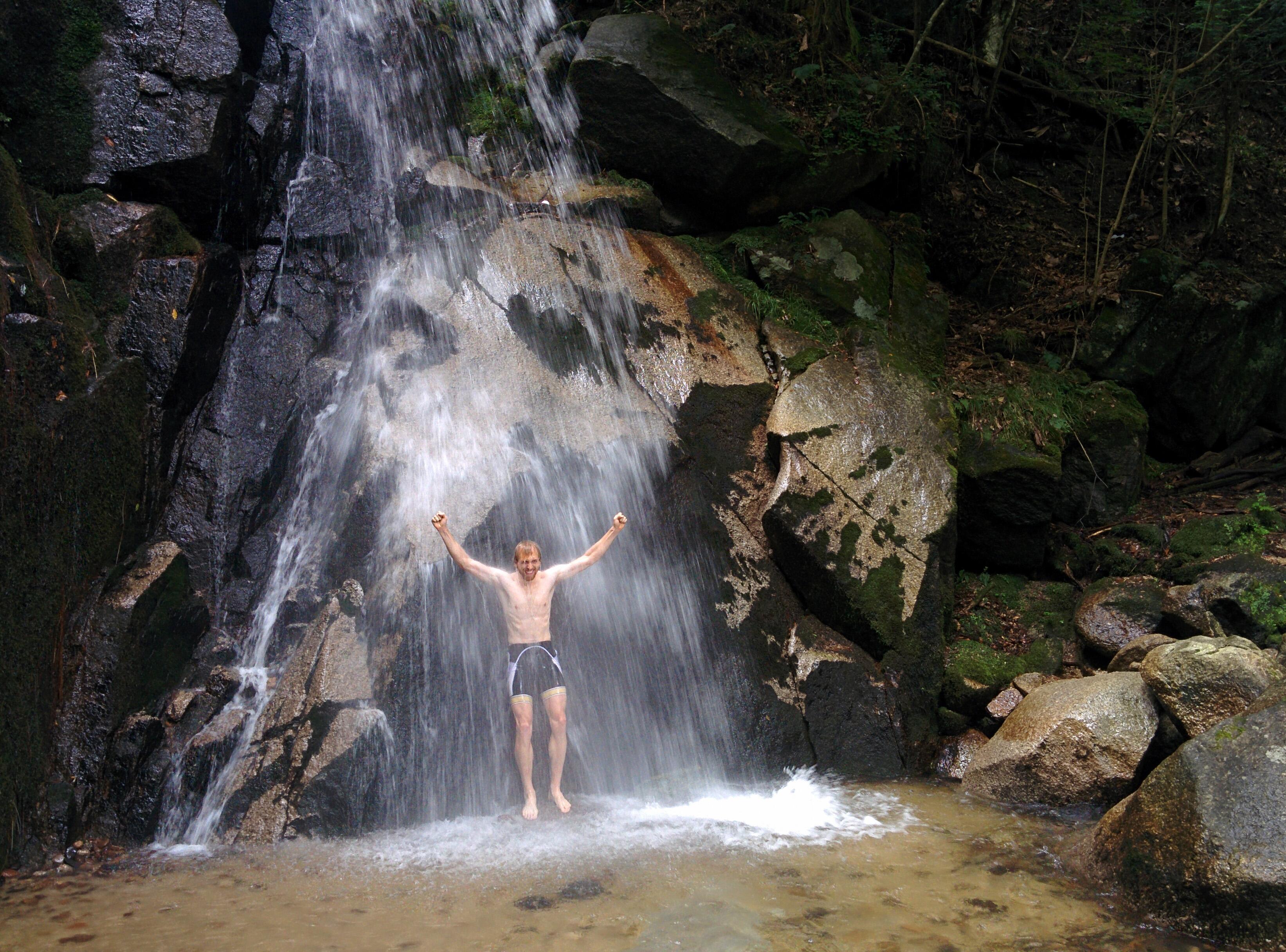 Cycle to jurou waterfall in japan ena 39 s hidden gem for Waterfall cycle