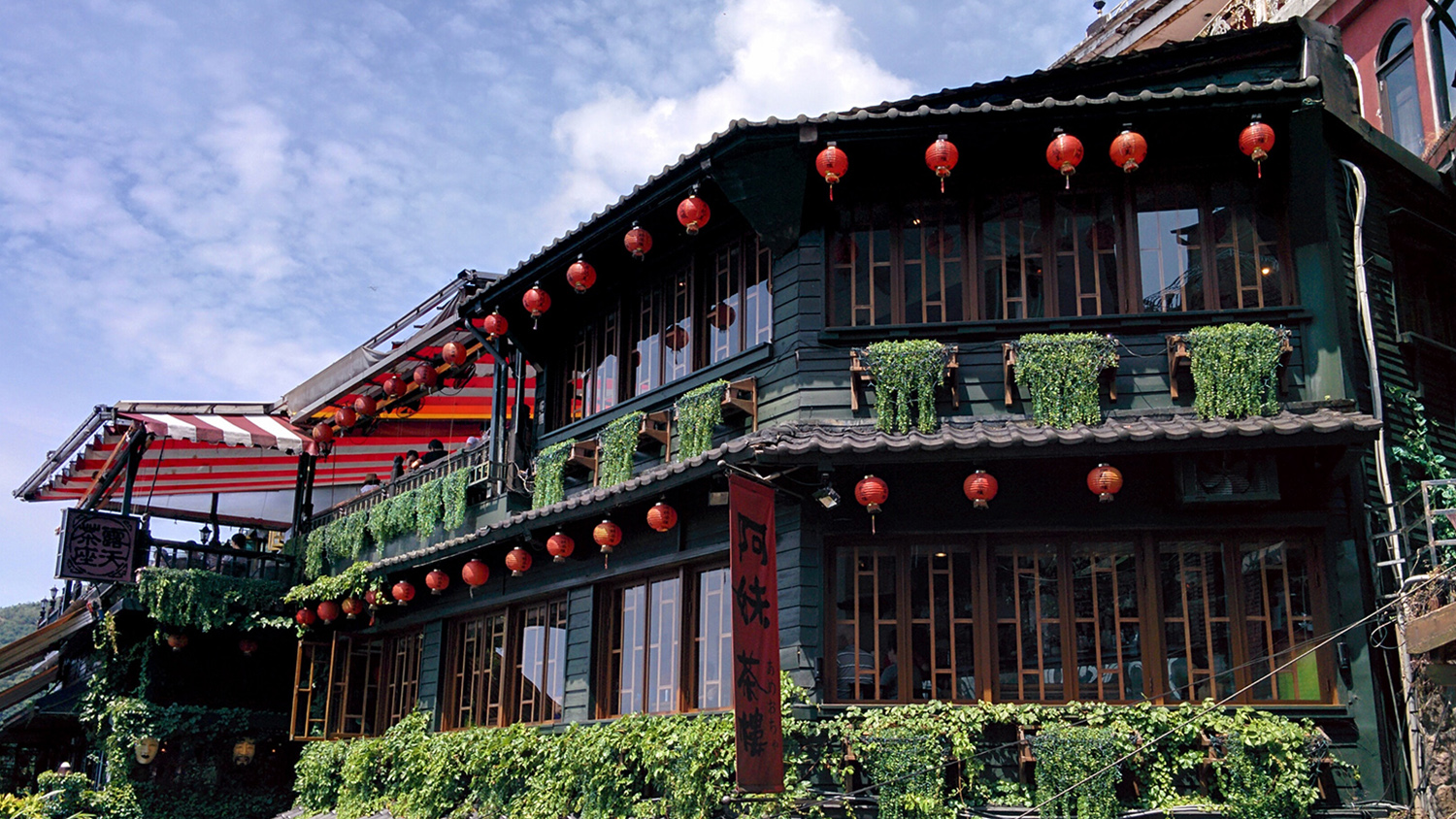 jiufen-teahouse-red-lanterns
