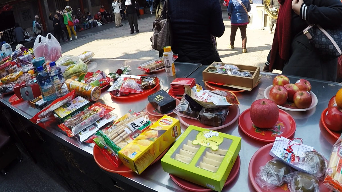 taiwan longshan temple food offerings to gods
